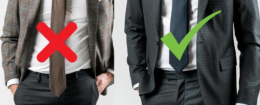 Die Krawatte sollte so lang sein, dass ihre Spitze genau an der Gürtelschnalle endet.